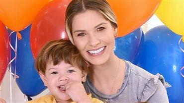 """Andressa Suita compara foto da infância com clique do filho Gabriel e brinca: """"Cópia da mamãe"""""""