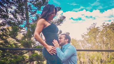 """Thammy Miranda dá beijo em barriga de Andressa Ferreira e compara: """"A minha ainda tá maior"""""""