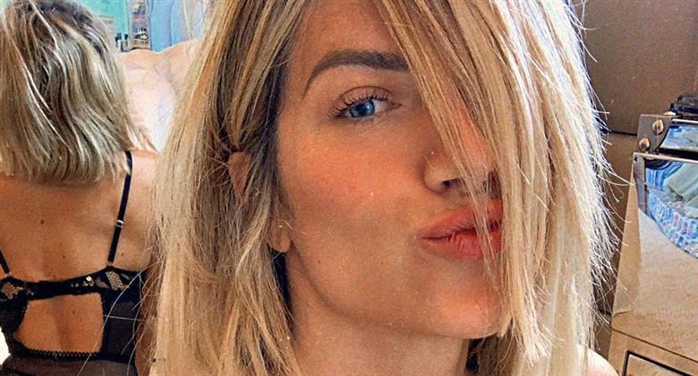 """Giovanna Ewbank exibe as curvas ao posar de lingerie e fã elogia: """"Beleza surreal"""""""
