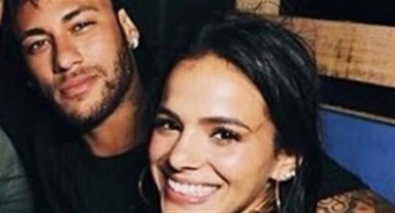 """Jornalista Ivan Moré cita """"Brumar"""" ao postar foto com Bruna Marquezine e Neymar curte"""