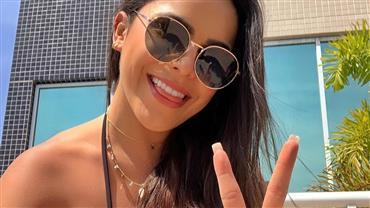 Emilly Araújo aproveita sol em São Paulo e posa de biquíni