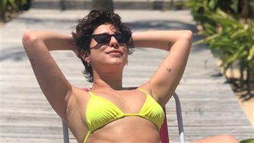 """Fernanda Paes Leme posa de biquíni e brinca: """"E houve boatos que eu estava numa pior"""""""