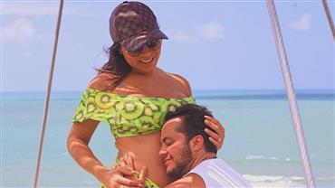 Andressa Ferreira posa com barrigão à mostra e ganha carinho de Thammy Miranda