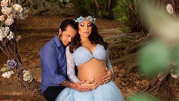 Andressa Ferreira mostra barrigão de gravidez em ensaio com Thammy Miranda