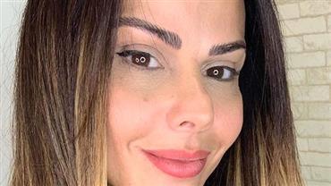 "Viviane Araújo posta foto decotada e ""iluminada"" para mostrar novo visual"