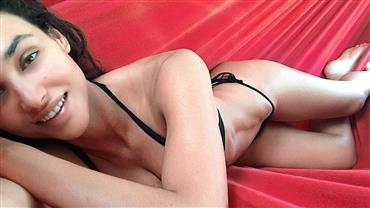 Débora Nascimento posa de biquíni na rede e arranca elogios de celebridades