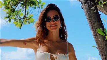 """De biquíni, Thaila Ayala indica viagem às Maldivas e fãs avisam: """"Falta o dinheiro"""""""