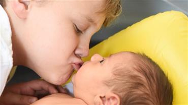 Carol Dantas mostra beijinho de Davi Lucca em irmão e encanta internautas