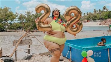 Grávida, Thais Carla posa de biquíni para celebrar aniversário 28 anos