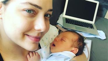 """Carol Dantas fala sobre o corpo após a gravidez: """"Um peito maior que o outro e bunda no chão"""""""