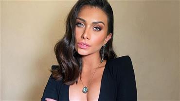 Flavia Pavanelli surge loiríssima e surpreende internautas com novo visual