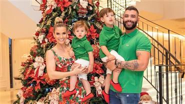 Gusttavo Lima e Andressa Suita posam com os filhos em clima de Natal
