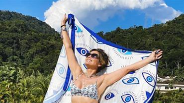 """Flávia Alessandra ostenta corpão em foto de biquíni fio-dental: """"Acabou a moleza"""""""