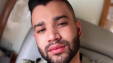 """Gusttavo Lima se empolga em show e dá detalhes  sobre vida sexual: """"Duas horas só de preliminar"""""""