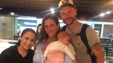 Foto de fã mostra rostinho da filha de Fernanda Lima e Rodrigo Hilbert