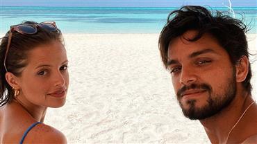 """Agatha Moreira mostra Rodrigo Simas de sunga: """"Acordar com essa vista"""""""