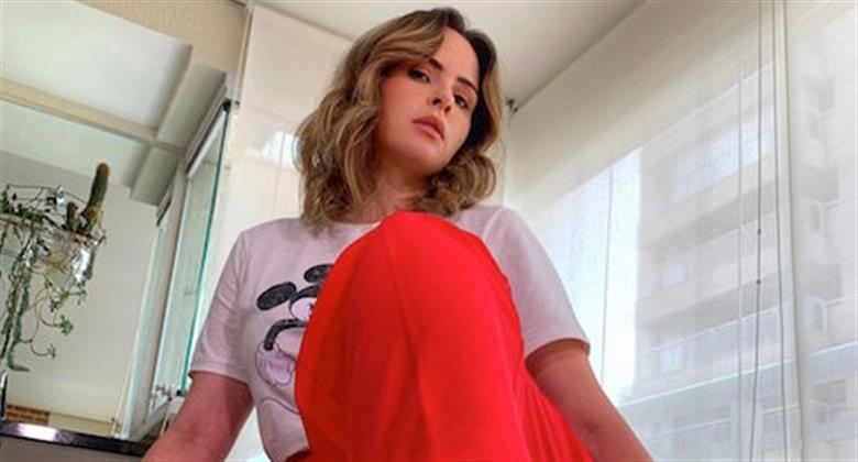 """Ana Paula Renault mostra barriguinha e faz discurso sobre aceitação do corpo: """"Seja você"""""""