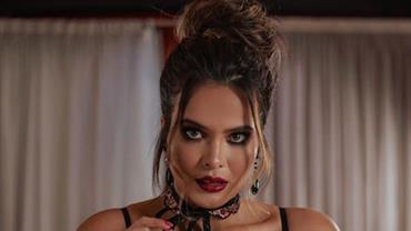 Geisy Arruda sensualiza ao posar com lingerie fio-dental e exibe bumbum imenso