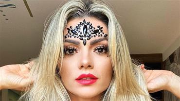 """Kelly Key exibe decote poderoso em look pré-carnaval e fã elogia: """"Deusa é pouco''"""