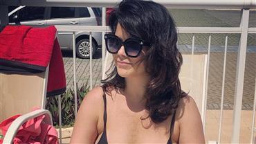 """Aos 41 anos, Samara Felippo posa de peruca e ironiza: """"Aquela atriz"""""""