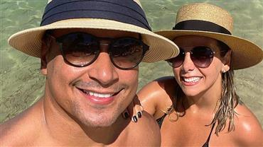 "Carla Perez posa de biquíni e se declara a Xanddy: ""Sou muito sortuda"""