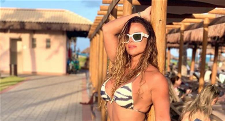 Viviane Araújo ganha festa surpresa do namorado para celebrar aniversário de 45 anos