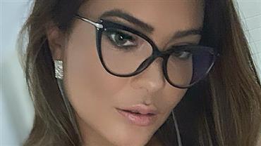 """Geisy Arruda posa de lingerie vermelha e óculos: """"Só pra te olhar melhor"""""""