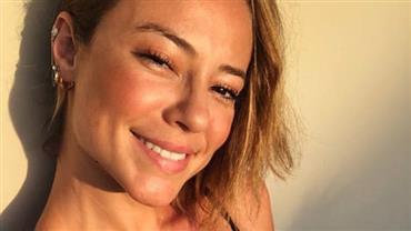 """Aos 37 anos, Paolla Oliveira posa de top e ostenta barriguinha sarada: """"Que tanquinho"""""""
