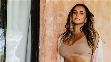 "Aos 45 anos, Viviane Araújo exibe corpão ao posar de lingerie e empolga fãs: ""Continua deusa"""