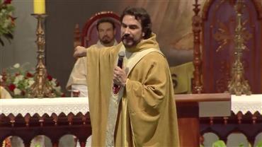 """Padre Fábio de Melo conta que pensou em largar a batina: """"Vivi uma paixão avassaladora"""""""