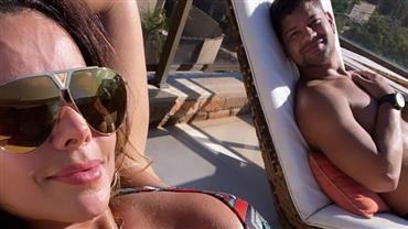 "De biquíni, Viviane Araújo atualiza bronzeado com o namorado: ""Vitamina D"""