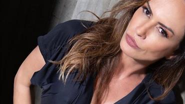 """Aos 46 anos, Núbia Oliiver mostra boa forma ao sensualizar em foto ousada e fã reage: """"Que espetáculo"""""""