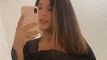 Geisy Arruda deixa parte dos seios à mostra ao sensualizar com lingerie transparente