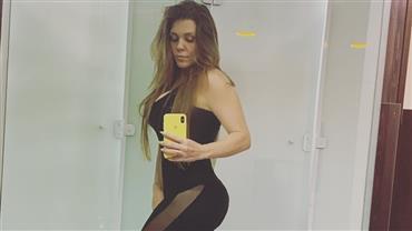 Aos 43 anos, Simony exibe bumbum avantajado em clique com look fitness