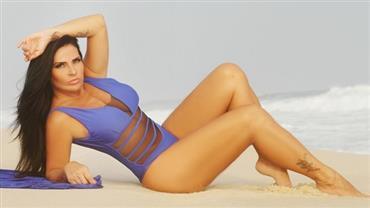 """Aos 46 anos, Solange Gomes sensualiza de maiô e faz reflexão: """"Meus acertos errados"""""""
