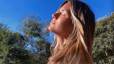 """Giovanna Ewbank deixa barrigão à mostra em foto de biquíni: """"34 semanas de muito amor"""""""