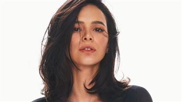 """Bruna Marquezine mostra transição capilar: """"Cachinhos voltando"""""""