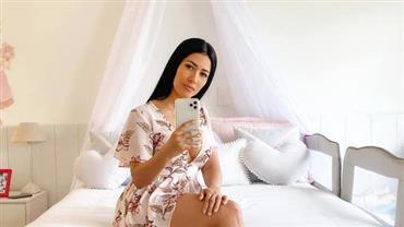 """Simaria faz selfie no quarto da filha e se derrete: """"Cantinho da minha princesa"""""""