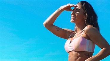 "De biquíni, Thaís Bianca ostenta curvas poderosas e fã exalta: ""Sereia"""