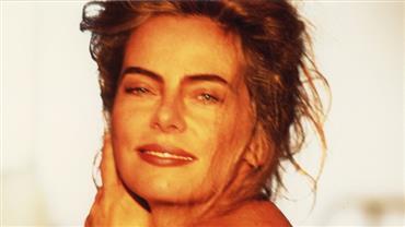 """Nua? Aos 67 anos, Bruna Lombardi posta foto sensual e encanta fãs: """"Mulher mais linda do mundo"""""""