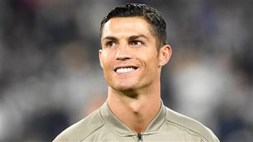 """Cristiano Ronaldo curte tarde de sol e tanquinho sarado chama atenção: """"Tá em dia"""""""