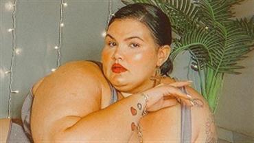 """De lingerie, Thais Carla exibe curvas e faz pedido: """"Respeitem nosso corpo"""""""