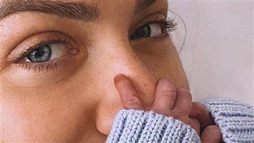 Giovanna Ewbank defende Isabeli Fontana após comentário em foto de amamentação