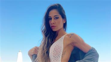 """Mayra Cardi posa nua em banheira e deixa curvas à mostra: """"Vida nova"""""""