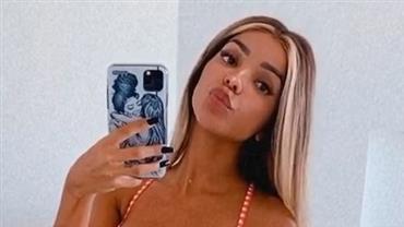 """Brunna Gonçalves exibe barriga """"sequinha"""" em selfie de biquíni e dispara: """"Amando meu corpitcho"""""""