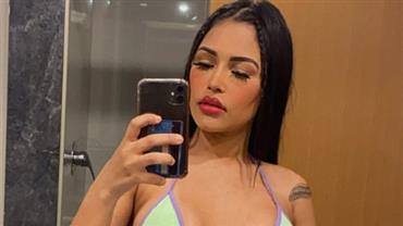"Ex-BBB Flay exibe barriga definidíssima em selfie de biquíni: ""A mãe tá on"""