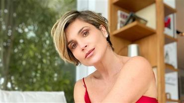 """De maiô, Flávia Alessandra deixa curvas à mostra durante passeio de barco: """"A patroa tá off"""""""