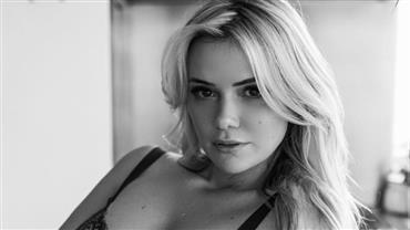 """Ex-BBB Marcela Mc Gowan sensualiza em fotos de lingerie e fã faz pedido: """"Vamos casar?"""""""