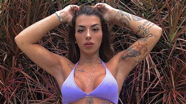 Completamente nua, Petra Mattar mostra tatuagens para seguidores