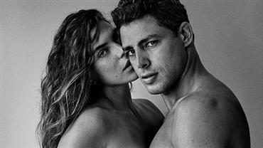 Cauã Reymond e Mariana Goldfarb posam com bumbum de fora em clique sensual